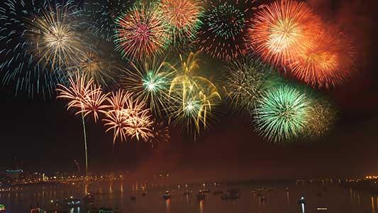 fireworks-tampa-bay-fun-boat